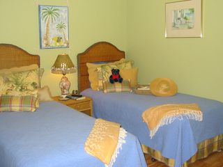 Harbor Island condo photo - Comfortable, colorful, guest bedroom with two twin beds and private bath.
