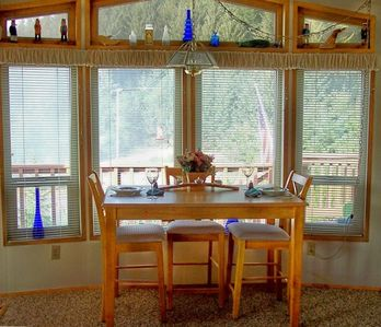 Brookings cottage rental - Gathering (Counter Height) Dinning Table with 4 Chairs