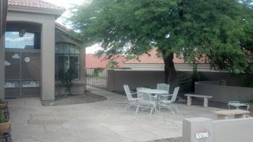 Oracle house rental - Front courtyard with a Mesquite tree. Great for taking in the mountain sunsets.