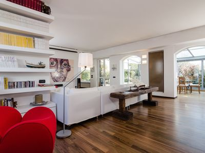 Modern and bright 200 sqm penthouse with 100 sqm terrace in the center of Milan