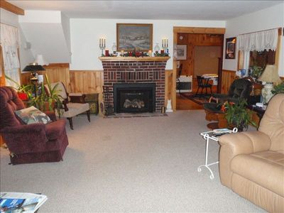 24' FIREPLACED LIVING ROOM W/ 2 PICTURE WINDOWS W/LAKE VIEW & 50&quot...