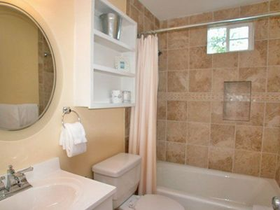 Fur, Fins and Feathers - Bathroom 2 - Cottage Rental Agency