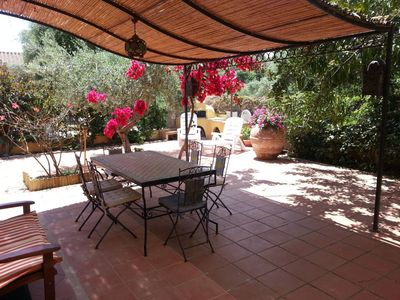 house with garden 'the great carob' 100 meters from the beach