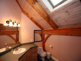 Tannersville house photo - 2nd Floor Full Bathroom with Bathtub
