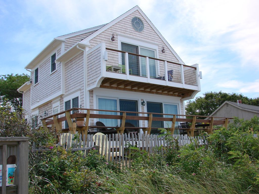 Beachfront cottage on cape cod bay vrbo for Cabin cape cod