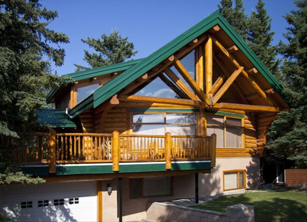 Gorgeous Deluxe Three Bedroom Log Home With Mountain Views