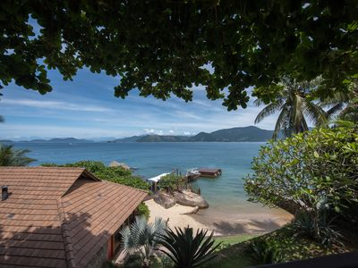 Spectacular house by the sea, with 7 qtos., Private beach and pier.