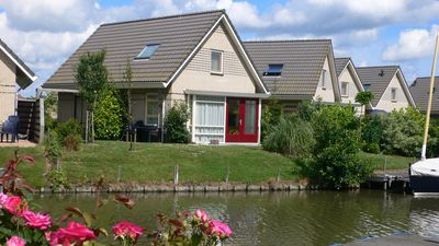"Family friendly holiday house 'Den Breeck ""with Wifi, waterfront with fence"