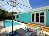 Adorable 4 BR/3BA cottage in Blue Mtn/1 block to beach w/heated private pool