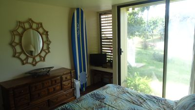 King bed. Surf board for your use.