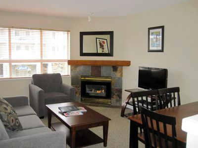 Living room with flatscreen, gas fireplace and pullout sofa