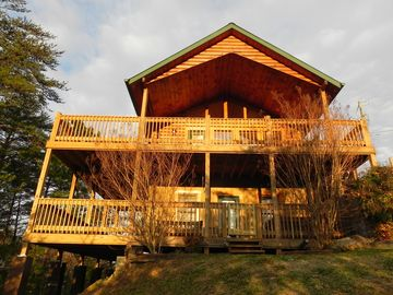 Wears Valley cabin rental - The BearFoot'n Lodge