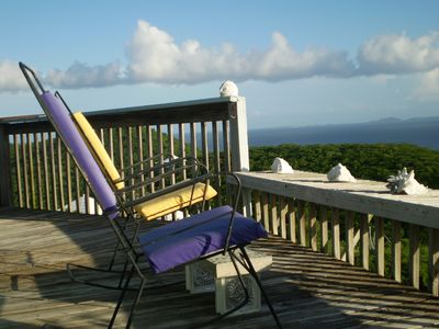 Couples• Honeymooners• Friends•  Round Hilltop Home with Endless Water Views
