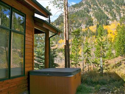 Private Hot-tub, just off the back porch....