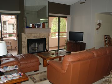 McCormick Ranch Scottsdale condo rental - Living room from entrance