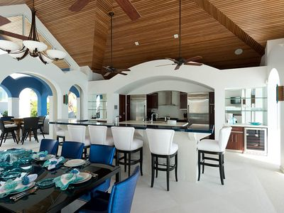 Providenciales - Provo villa rental - Kitchen and dining room