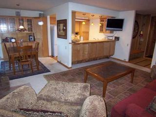 Mammoth Lakes condo photo - Comfy seating for everyone