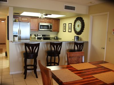 Clearwater Beach condo rental - Dining area to kitchen