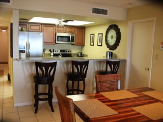 Clearwater Beach condo photo - Dining area to kitchen
