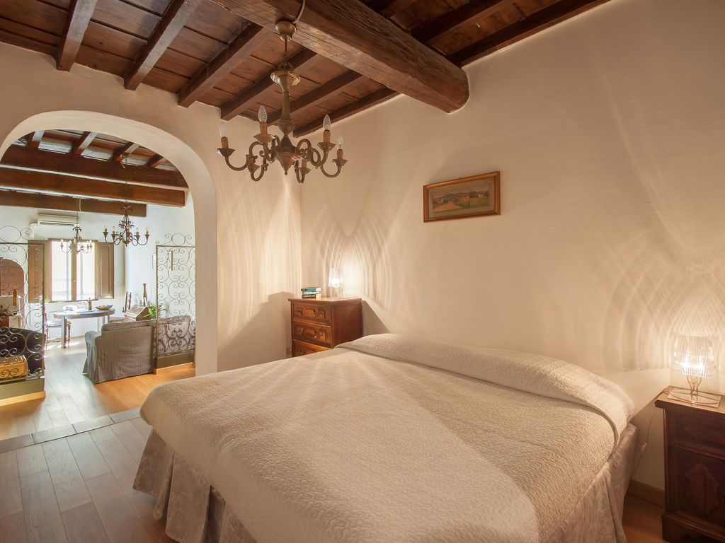 Florence city centre circa 17th century vrbo for Interior design jobs in florence italy