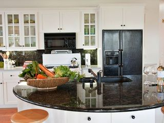 Cloverdale estate photo - Kitchen island and bar