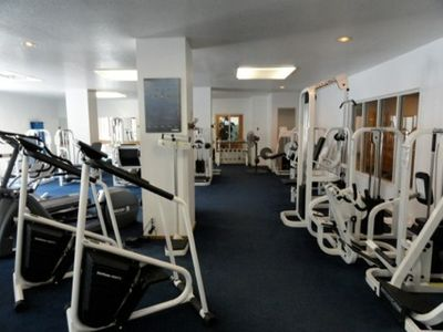 Pretty decent fitness center with sauna and spa nearby.
