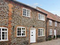 CARPENTERS COTTAGE, family friendly, with open fire in Holt, Ref 6977