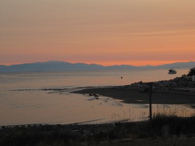 Sechelt villa rental - Summer sunset from the deck