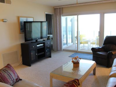 Sliding glass doors open to balcony overlooking ocean. New flat screen tv!