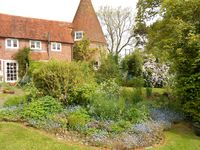 NEW LET! Characterful Oast Roundel Set In Beautiful Sussex Country