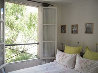 4th Arrondissement Pompidou Le Marais apartment photo - bedroom spring vue