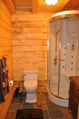 Woodstock lodge photo - Main Bathroom