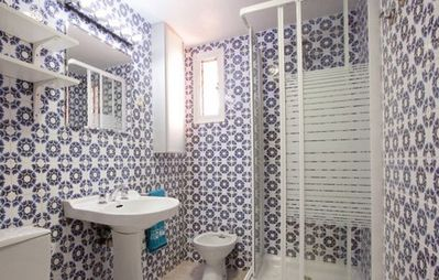 Sagrada Familia apartment rental - The Bathroom