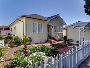 Morro Bay house rental - 880 Main St, Front of House View.