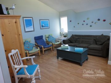 Capitola condo rental - Family room with lots of seating and pull out sofa sleeper....