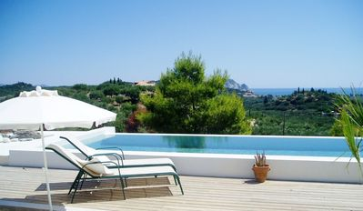 Beautiful luxurious villa with stunning views and freshwater infinity pool