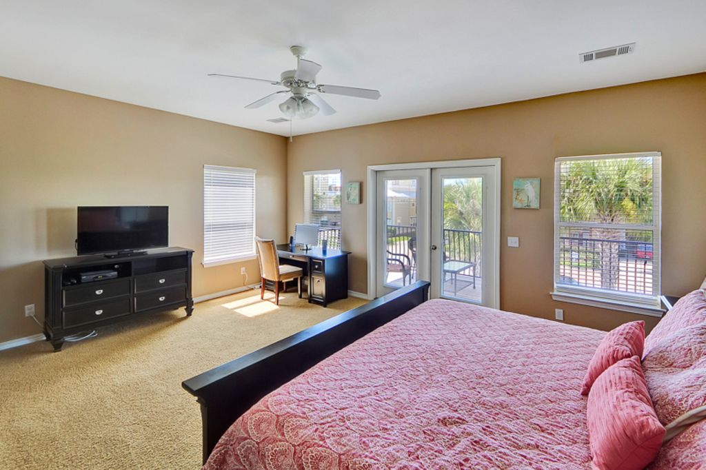 Master bedroom, access  to upper deck, HDTV, desk with PC and Internet access.