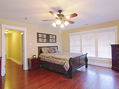 Condo Suite C (Upstairs) - boat parking!! *Free WiFi (limited) Walk downtown!