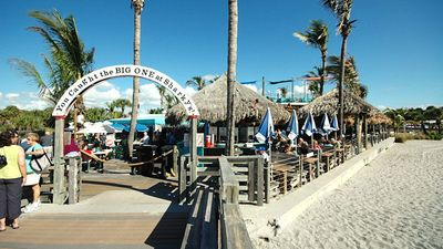 Short walk to popular Sharky's ocean-front Tiki Bar/restaurant for Sunsets!