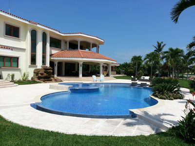 Buenaventura, Luxury Lakefront Mansion close to the Beach, Nicklaus Golf Course