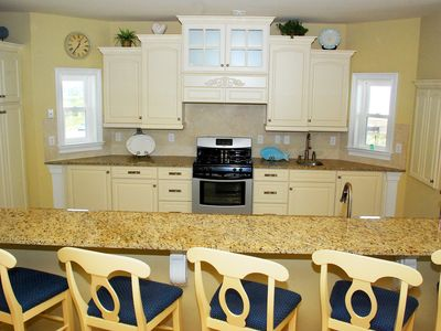 Huge, fully furnished kitchen