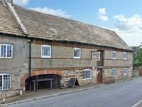 MILLSTONE COTTAGE, pet friendly in Ringstead, Ref 12955
