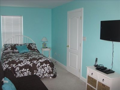 Upstairs master suite with a queen bed and comfortable futon (really!) Full bath