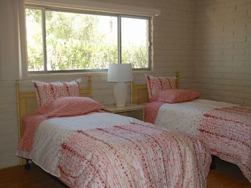 Sweet guest room w/new XL Pillow Top twin beds
