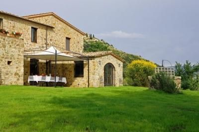 Villa in Montalcino with 5 bedrooms sleeps 8