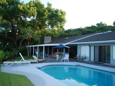 Kailua Kona house rental - Early morning by the pool and guest Ohana