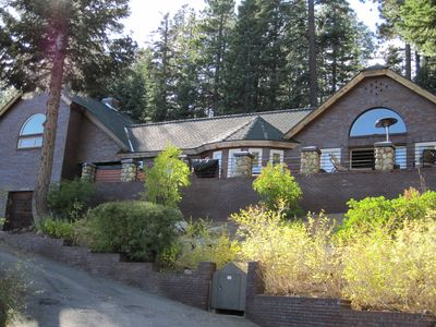 Truckee house rental - Front view of our property.