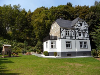 Great half-timbered house for 12-14 p., ideal for families