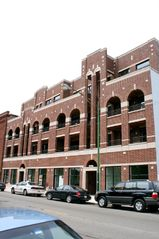 Building Front - Chicago condo vacation rental photo