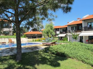 Varna villa photo - pool garden